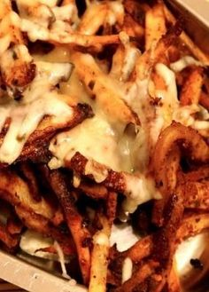 Baked chili cheese fries from The Slender Kitchen Ww Recipes, Healthy Recipes, Healthy Fries, Healthy Chili, Canadian Recipes, Protein Recipes, Healthy Appetizers, Skinny Recipes, Appetizer Recipes