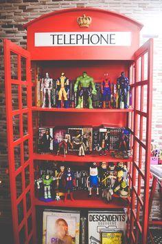 Minha estante em formato de Cabine Telefonica (via omundodejess.com)