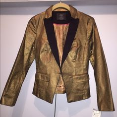 Zara blazer -I DON'T TRADE‼️ Gold tone blazer wit black lapel detailing brand new with tags size med but runs small ... Will fit someone who wears a  small better .. This is a beautiful jacket way better in person has a nice subtle shimmer to it  ‼Reasonable offers excepted Zara Jackets & Coats Blazers