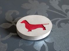 Silver Dachshund pin brooch by Hannah Louise Lamb. Stockbrige Gallery has a selection of dog themed pieces by the jeweller Hannah Louise Lamb.