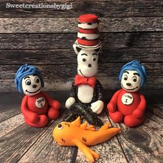 Cat in the Hat Cake Topper Set Hat Cake, Fondant Cake Toppers, Sugar Paste, Icing, Cat, Chocolate, Christmas Ornaments, Holiday Decor, Unique Jewelry