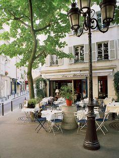 café en la orilla izquierda de París, Francia por Dennis Barloga
