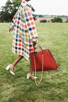 Mulberry Spring 2019 Ready-to-Wear Collection – Vogue - Women's fashion and Women's Bag trends Women's Summer Fashion, Fashion Week, Look Fashion, Womens Fashion, Fashion Design, Ladies Fashion, Vogue Fashion, Cheap Fashion, Fashion Beauty