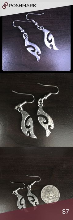 Apt. 9 Sterling Silver Swirl Design Earrings Excellent condition-like new! Apt 9 Silver Design Earrings-a great size that can be worn dressier or more casual-versatile! Apt. 9 Jewelry Earrings