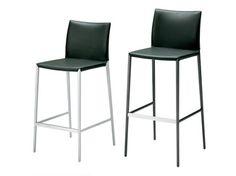 High upholstered stool LIO 2291 By Zanotta design Roberto Barbieri Autocad, Cafe Furniture, Online Furniture, Italian Furniture Brands, Stool Covers, Upholstered Stool, Color Negra, Foot Rest, Aluminium Alloy