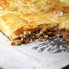 True retro food. Classic Finnish meat pie. Used to enjoy this after the Saturday sauna as a child back in the 80's. #finnishfood #meatpie #lihapiirakka #finnishclassic #mincedmeat #pie #retro #retrofood #400g #comfortfood #mondaycomfort #peltilihapiirakka #peltipiirakka #lihapasteija
