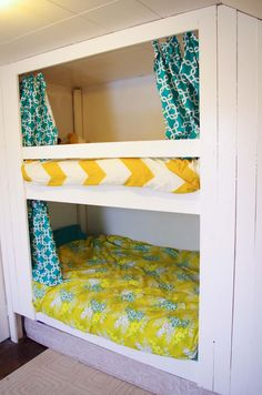 30 Elegant Picture of Bunk Bed Design Ideas For Your Trailer - Camper And Travel penitifashion Bunk Beds Small Room, Kids Bunk Beds, Small Rooms, Kids Rooms, Pictures Of Bunk Beds, Camper Bunk Beds, Caravan Bunks, Bunk Bed Designs, Rv Campers