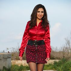 Red satin fitted blouse and kiss pattern miniskirt with hoop earrings aa Red Satin, Silk Satin, Satin Bluse, The Most Beautiful Girl, Hue, Mini Skirts, Pretty, How To Wear, Yandex