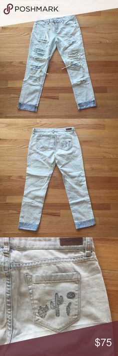Blank NYC girlfriend embroidered jeans New with tags lightly distressed light wash girlfriend crop jeans with cactus embroidered on the back pocket. Blank NYC Jeans