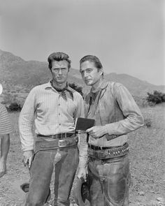 Eric Fleming as Gil Favor and Clint Eastwood as Rowdy Yates