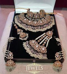 Pakistani Bridal Jewelry, Indian Bridal Jewelry Sets, Indian Jewelry Earrings, Bridal Bangles, Bridal Jewellery, Wedding Jewelry, Antique Jewellery Designs, Fancy Jewellery, Indian Jewellery Design