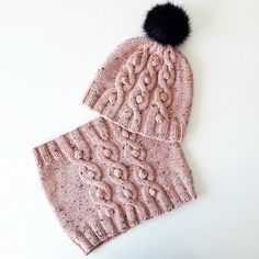 Ravelry: Project Gallery for Lopta pattern by Berangere Cailliau Loom Knitting Patterns, Lace Knitting, Knitting Socks, Hat Patterns, Knitted Blankets, Knitted Hats, Motifs Beanie, Knitted Christmas Decorations, Ravelry