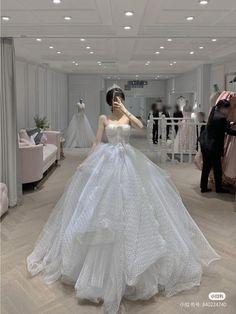 Princess Ball Gowns, Princess Wedding Dresses, Dream Wedding Dresses, Bridal Dresses, Wedding Gowns, Pretty Prom Dresses, Ball Dresses, Fantasy Gowns, Weeding Dress
