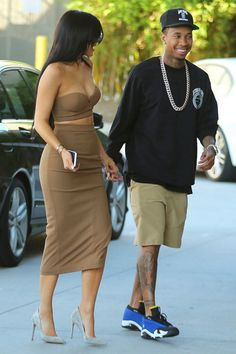 Find images and videos about kylie jenner, tyga and kyga on We Heart It - the app to get lost in what you love. Kylie Jenner Daily, Tyga And Kylie, Looks Kylie Jenner, Kylie Jenner Outfits, Kendall Jenner Style, Kendall And Kylie Jenner, Kylie Jenner Bikini, Kardashian Style, Kourtney Kardashian