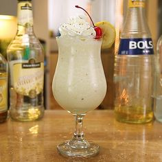 If you're in the mood for a little banana buzz, you need to try this Chunky Monkey cocktail. This rum-based mixed drink combines creme de banana, white creme de cacao, amaretto, cream of coconut, half and half, and banana for a dessert cocktail that's sweet, smooth, and full of potassium. Garnish with whipped cream, banana slices, cherry, and chocolate shavings if you want to basically turn this drink into a little boozy sundae. Banana Cocktails, Cocktail Desserts, Cocktail Drinks, Alcoholic Drinks, Cocktail Recipes, Tipsy Bartender, Chunky Monkey, Cupcake Flavors, Alcohol Drink Recipes