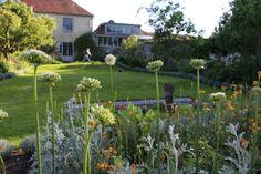 Bloomsbury in Sussex: Garden Visit to Charleston Farmhouse: Gardenista