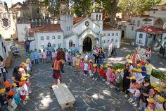 Coimbra Portugal dos Pequenitos um parque temático com os monumentos em tamanho miniatura ou do tamanho das crianças. Elas conseguem entrar dentro da Torre de Belém, dentro das casas das diferentes regiões…