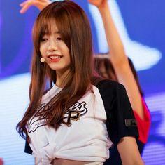 So pretty! Blusa linda essa, cara! #stylesohye #ioi #kimsohye #Sohye #sohyefashion #k-pop #koreanstyle #k-popstyle #kimsohye #cute #kpop
