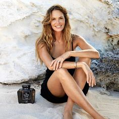Flat Belly ⚖️ Tricks from Stunning 😱 Celebrities ⭐️ over 40 . Elle Macpherson, Face Tips, Great Legs, Cindy Crawford, Classy And Fabulous, Flat Belly, Health And Beauty, Beauty Makeup, Makeup Looks