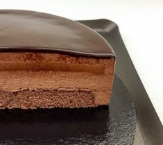 Sacher Torte with Chocolate Mousse & Apricot Confit Dark Chocolate Mousse, Chocolate Sponge, Chocolate Glaze, Chocolate Desserts, Best Dessert Recipes, No Bake Desserts, Cake Recipes, Sacher Torte Recipe, Chocolate Biscuits