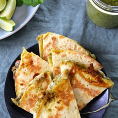 Cheesy quesadillas with a slightly spicy coriander pesto. Delicious on their own or served with soup or salad. (in Norwegian) Great Recipes, Whole Food Recipes, Crunch Wrap, Cilantro Pesto, Vegetarian Snacks, Crunches, Tex Mex, Soup And Salad, Hot Sauce