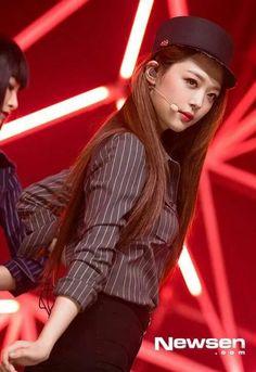 Sulli ♥ F(x) on Pinterest   Airport Fashion, Kpop and ... F(x) Sulli Red Light