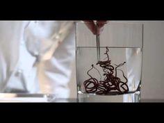 Decoraciones de chocolate con espirales