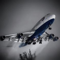 The Queen of the Skies Arrival During A Cold December Morning Aircraft - Boeing Airline - British Airways Airport - Londons Heathrow Boeing 747 400, Boeing Aircraft, Passenger Aircraft, Best Airlines, Cargo Airlines, Travel Brochure Design, Color Splash, Air Photo, Commercial Aircraft