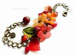 Bracelet ajustable à fleurs et breloques par LesBijouxDeMarie, €23.50
