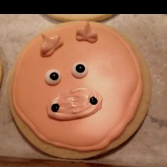 Pig- Farm animal themed birthday cookies Www.thehotpinkbox.com