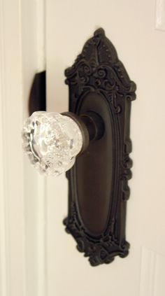 new Ideas glass door handle detail hardware Door Knobs And Knockers, Glass Door Knobs, Vintage Door Knobs, Vintage Doors, Antique Doors, Antique Hardware, Old Doors, Front Doors, Decoration