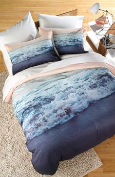 Waking up to a seaside vacation every morning with this dreamy bedding of a gorgeous oceanic print.
