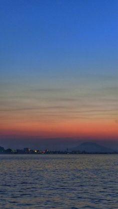 22 Sep. 18:35 たそがれ(黄昏:誰そ彼)どきの博多湾です。 Evening  at  Hakata bay in Japan