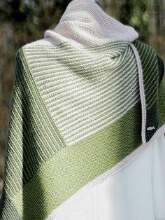 Das besondere an diesem Freitagsfarben-Tuch, ist nicht nur die ungewöhnliche Farbzusammenstellung, sondern auch die sich stets ändernde Strickrichtung.
