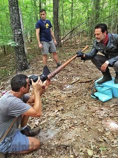 EW's 'The Walking Dead' Cover: Outtakes and Behind-the-Scenes Photos of Jeffrey Dean Morgan Walking Dead Zombies, Walking Dead Memes, Walking Dead Cast, Fear The Walking Dead, Twd 7, Amc Shows, Jeffrey Dean Morgan, Dead To Me, Stuff And Thangs