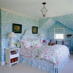Wallpaper in blue and white