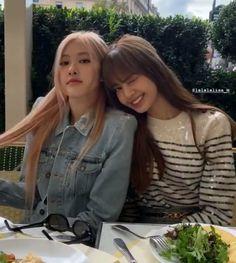 South Korean Girls, Korean Girl Groups, Blackpink Thailand, Lisa, Paris Restaurants, Yg Entertainment, Instagram Story, Couple Photos, Bigbang