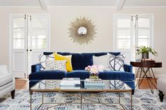 ▷ 1001 + ideas for wall design for living room Wall decor living room, a mirror with rays like the sun, a dark blue sofa, an old carpet Blue Couch Living Room, Living Room Decor, Living Rooms, Blue Velvet Couch, Navy Couch, Blue Sofas, Le Living, Modern Living, Classic House
