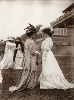 "edwardian-time-machine: "" ""A strong showing of 1908 fashion by Horace W. 1900s Fashion, Edwardian Fashion, Vintage Fashion, Belle Epoque, Mode Vintage, Vintage Ladies, Lillie Langtry, Style Édouardien, Royal Ascot"