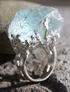 This may be aquamarine or it could be quartz. If I were to put money on it, i'd have to say it's aquamarine. Love the look of this.