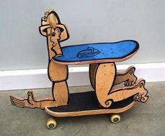 http://www.boumbang.com/nils-inne/ Nils Inne, Cheval, Cheval cheval à roulettes en bois recto-verso uniquement réalisé à partir de planches de skate poncées, redécoupées et assemblées. Contour noir: peinture acrylique ©