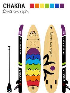 La planche gonflable CHAKRA est idéale pour explorer les différents plans d'eau, pagayer en eaux calmes ou encore faire vos entraînements ou du yoga sur l'eau. Chakra, Explorer, Paddle Boarding, Plans, Yoga, Products, Chakras, Stand Up Paddling