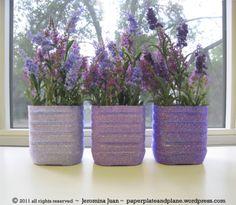 DIY Tutorial DIY home crafts / DIY juice bottle glitter vases - Bead&Cord Plastic Jugs, Plastic Bottle Crafts, Recycle Plastic Bottles, Recycled Jewelry, Recycled Crafts, Diy Flowers, Flower Pots, Flower Vases, Crafts To Make