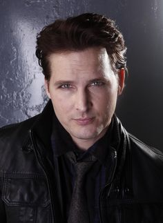 Image in Peter Facinelli 😍😘 collection by kayla Peter Facinelli, Art Model, Twilight Saga, Celebrity Photos, Find Image, Poster Prints, Take That, Author, Singer
