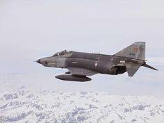 """Cuatro pilotos militares turcos murieron al rozar y estrellar sus cazas F4 durante los ejercicios conjuntos entre Azerbaiyán y Turquía """"Turaz şahini 2015""""."""