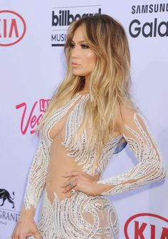 Celebrity queens of strobing: Jennifer Lopez