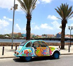 Lelijke eend, pontjesbrug, Curacao, flower power, painted car, happy, hippie, music car, caribbean art, willemstad