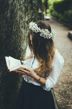 that flower crown though <3 it's made of baby's breath ❤️
