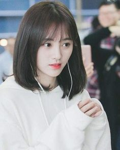 Pin by Aishah Fatehah on love in 2020 Ulzzang Short Hair, Asian Short Hair, Girl Short Hair, Korean Short Hairstyle, Short Hair Korean Style, Medium Hair Styles, Curly Hair Styles, Tmblr Girl, Shot Hair Styles