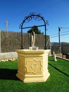 Pozos para jardin en piedra artificial. http://www.piedra-artificial.es/decoracion-para-jardin/pozos